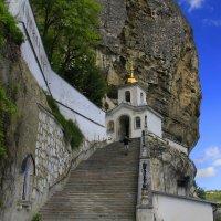 Монастырь в горах :: Галина Новинская