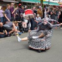 Фестивальное шествие (серия). Эх, прокатиться с ветерком! :) :: Nina Yudicheva