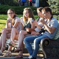 сначала фото,потом мороженое или наоборот :: Олег Лукьянов
