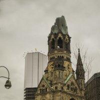 """Руины церкви """"ПАМЯТИ КАЙЗЕРА ВИЛЬГЕЛЬМА"""" в Берлине :: Александр"""