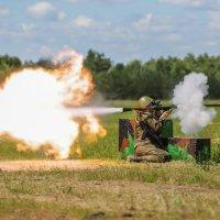 Момент выстрела из РПГ-7 :: Vectorkel Иванов