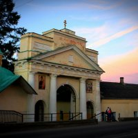 бывшие парадные ворота монастыря :: Сергей Кочнев