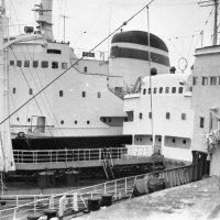 1973-й.В бухте одного из Заполярных портов :: Иволий Щёголев