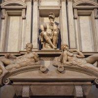 Флоренция. Капелла Медичи. Микеланджело. Саркофаг Джулиано Медичи. :: Надежда Лаптева