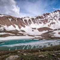 У моренного озера Титова высота 3400 м :: Владимир Амангалиев