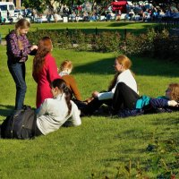На солнечной лужайке Исаакиевского сквера... :: Sergey Gordoff