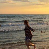 Бегущая  по  волнам. :-) :: Наталья Соколова