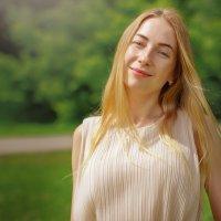 Солнечная девушка...впрочем они все солнечные) :: Евгений Никифоров