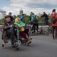 На велопараде :: Юрий Кольцов