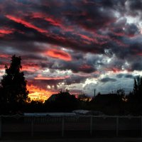 Суровый вид июльского заката :: Анатолий Клепешнёв