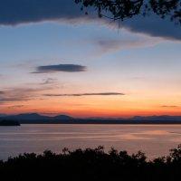 Закат на озере Шамплейн :: Владимир Мохов