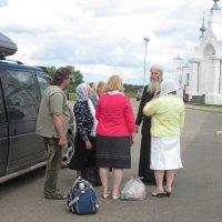 Встреча с паломниками. :: Михаил Попов