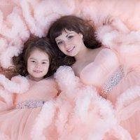 Мама и дочка :: Мадина Скоморохова