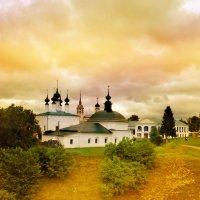 Суздаль.Стоит в сторонке город славный среди полей,среди лугов,по русски прост,но легендарный стоит :: Алла Кочергина