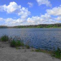 Облаков кудрявая гряда проплывает медлено над озером :: Маргарита Батырева