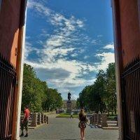 На выходе из Михайловского замка... :: Sergey Gordoff