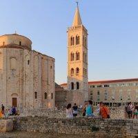 Церковь-ротонда св. Доната (нач. 9 в.) и колокольня собора Св Анастасии. :: Ирина ...............