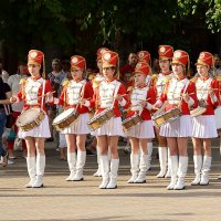 Барабанщик очень занят, - барабанщиц выбирает! :: Владимир Болдырев