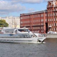 по Москве-реке..... :: Колибри М