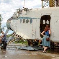 Самолет или девушка? :: Андрей Качин