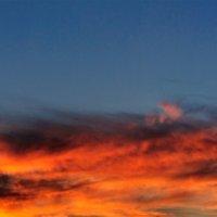 Подсвеченные солнцем пылали облака На землю проливали свой свет издалека... :: Анатолий Клепешнёв