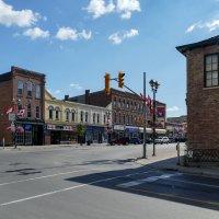На одной из улиц г.Линдси (170 км от Торонто, Канада) :: Юрий Поляков