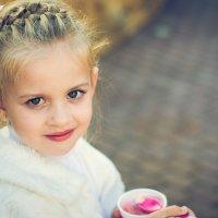 Очаровательная девчушка :: Galina Pryadko