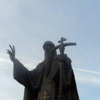 Новогрудок Памятник преподобному Елисею Лавришевскому :: Maryana Petrova