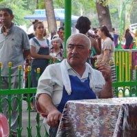 Парк...кафе...шашлычник... :: Людмила Богданова (Скачко)