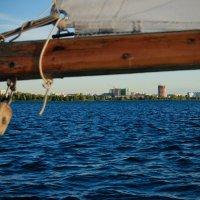 Вид на г.Энгельс с борта парусной яхты :: Ирина Виноградова