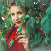 девушка в красном :: Анна Скиргика