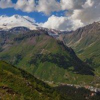 Собираются тучи над двуглавой горой :: M Marikfoto