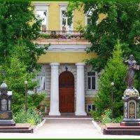Покровский монастырь. Архиерейский дом. :: Любовь К.