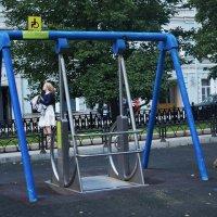 Качели для инвалидов-колясочников. :: Татьяна Помогалова