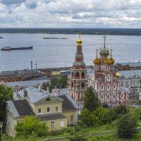 Храм и Волга :: Сергей Цветков