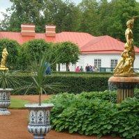 Скульптуры нижнего парка :: марина ковшова