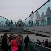 Единственный в Лондоне мост, построенный исключительно для пешеходов. мост Миллениум :: Sofia Rakitskaia