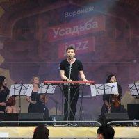 Павел Артемьев и его преданные фанаты :: Юрий Таратынов