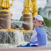 У фонтана :: Светлана Соловьева