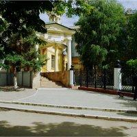 Правый вход в Саратовский медицинский университет имени Разумовского :: Anatol Livtsov