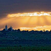 Знаковый свет подле храма Рождества Божьей Матери! :: Laborant Григоров