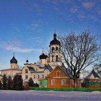 Вид на Успенский и Иоанно-Богословский храмы Крыпецкого монастыря :: Елена Павлова (Смолова)
