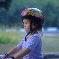 Девочка на велосипеде :: Александр Калинкин