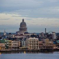 Вид на вечернюю Гавану с уходящего лайнера :: Яков Геллер