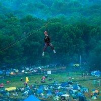 Полет над фестивальной поляной :: Albina