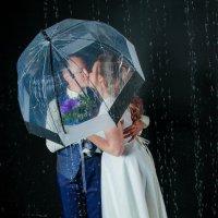 Необычная свадьба под дождем :: Наталья