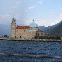 церковь на рукотворном острове :: Анна Воробьева