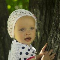 Девочка и дерево :: Андрей Резюкин