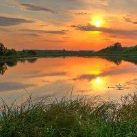 Озеро на закате :: Александр Синдерёв