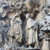 Барселона. Собор Святого Семейства. Рельефные панно на фасаде - 3 :: татьяна